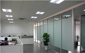 传统风格办公室隔断实景图片